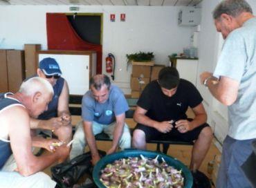 50 kg d'oignons pour la plus grande bouillabaisse du monde