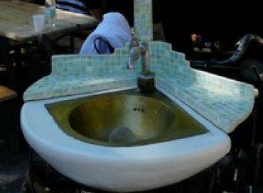 Prénom: Manuel  Profession: laveur de mains