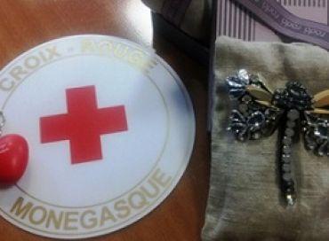 Braderie à Monaco pour la Journée Mondiale de la Croix Rouge