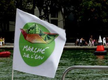 Marché sur l'eau à Paris