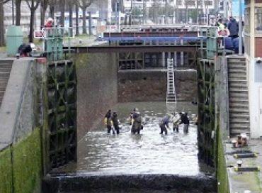Nettoyage du canal Saint-Martin : une pêche de sauvegarde